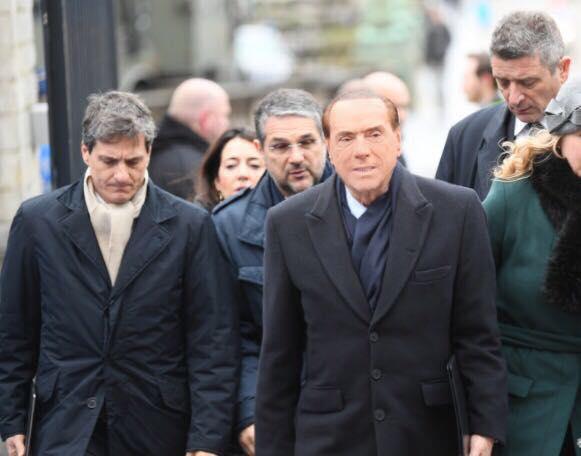 Silvio berlusconi il numero dei poveri in italia for Numero deputati italiani