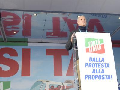 Paolo Zangrillo sul palco Si Tav