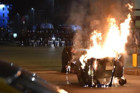 I centri sociali mettono a ferro e fuoco Torino